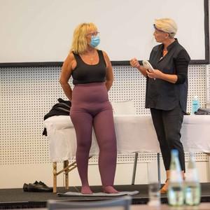 Live-Demo der Handhabung von MAK an einer Lymphödempatientin von Frau Hemmann-Moll.