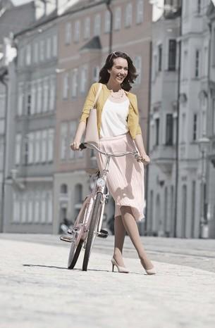 Femme portant un produit de compression Juzo Inspiration