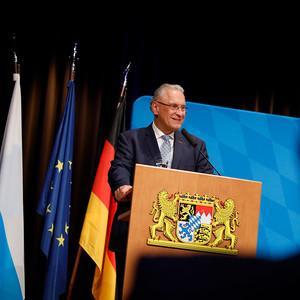 Innenminister Joachim Herrmann verleiht in Erlangen die Auszeichnung an die Julius Zorn GmbH.