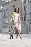 Mulher usando uma meia de compressão Juzo Inspiration