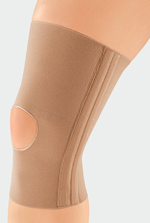 Knee with JuzoFlex Genu 320 with open patella in colour Beige