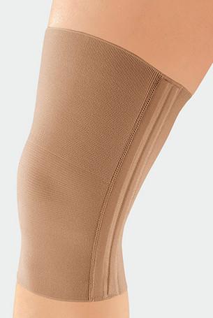 Knie met de JuzoFlex Genu 320 in de kleur beige