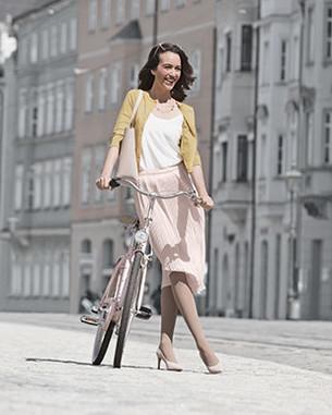 Kvinde med kompressionsprodukt Juzo Inspiration