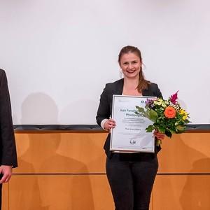 v. l.: Prof. Dr. med. Markus Stücker (Präsident der DGP) , Greta Zinser, Ulrich Frey (Firma Juzo)