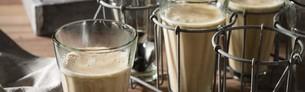 Chai Latte in Gläsern