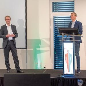 Wissenschaftlicher Leiter Prof. Dr. med. Tobias Görge (rechts) und PD Dr. med Dr. rer. Nat. Jan Ehrchen, die durch die Veranstaltung moderierten.