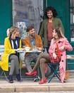 Vrouw met Juzo Soft kousen op reis met haar zakenpartner