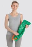 Donna tiene un ausilio per indossare Arion Easy-Slide Braccio