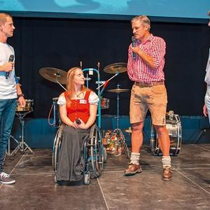 Anna Schaffelhuber, Hr. Schettler und Gerd Müller auf der Bühne mit einem weiteren Herren