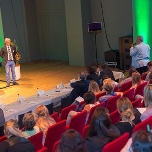Referenten vor dem Publikum
