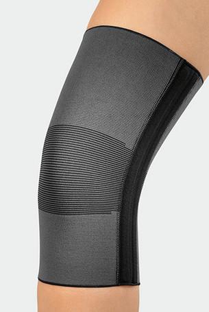 Knie met de JuzoFlex Genu 320 in de kleur antraciet