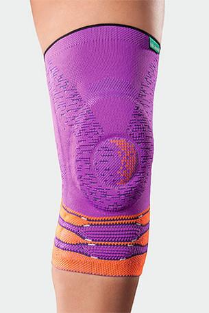 Knie met de JuzoFlex Genu Xtra Wide in Pink Heat