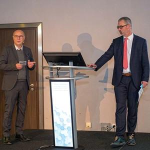 Die wissenschaftlichen Leiter Dr. med. Hartmann (links) und Prof. Dr. med. Marcus Lehnhardt (rechts).