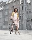 Femme portant des bas de compression Juzo Inspiration