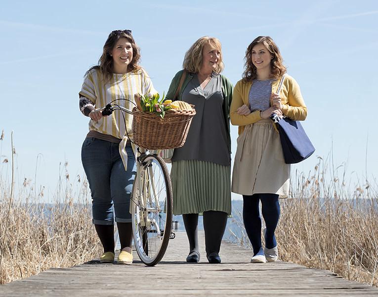 Drei Frauen am See