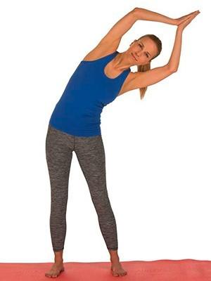 Kvinde strækker kroppen og ryggen