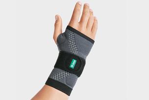 Hånd med JuzoFlex Manu Xtra Håndledsbandage
