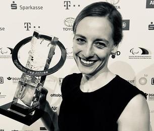 Anna Schaffelhuber mit dem Award Sportlerin des Jahres