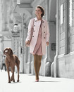 Mulher com cachorro de compressão Juzo Inspiration